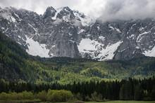 Alpy, Włochy, Jezioro Laghi Di Fusine W Pochmurny Dzień