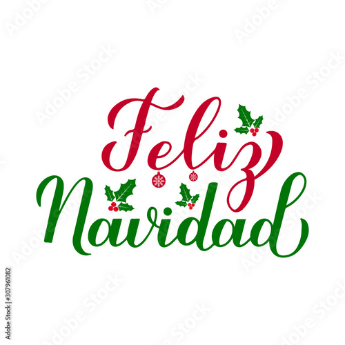 Photo Feliz Navidad calligraphy hand lettering with holly berry mistletoe isolated on white