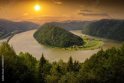 Obraz na plátně  Danube river winding in the austrian plains. Beautiful sunset.