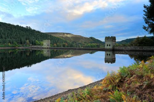 Autumn; Derwent reservoir; Derbyshire; Peak District National Park; England; UK Fototapet