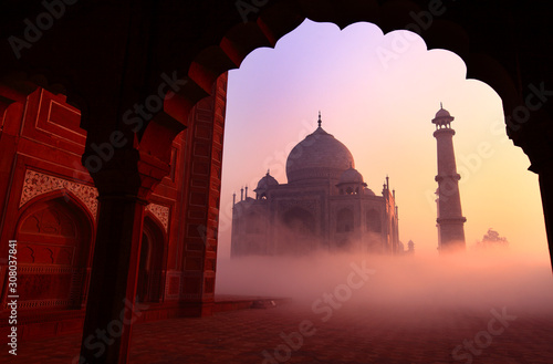 Stampa su Tela Taj Mahal at sunrise