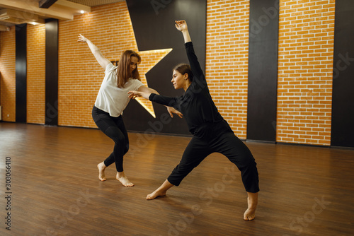 Two contemporary dance performers poses in studio Poster Mural XXL