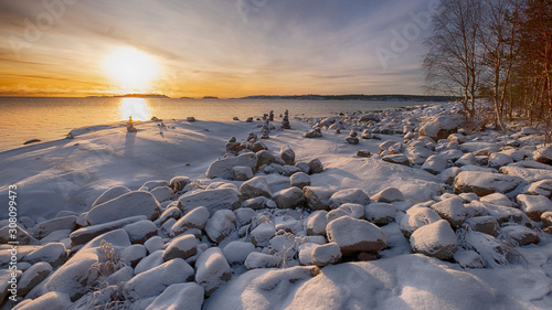 Fototapeta stone pyramids in the snow on the shore of Lake Ladoga in Karelia on a sunny win