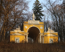 Photo Yellow Gazebo With Figur...