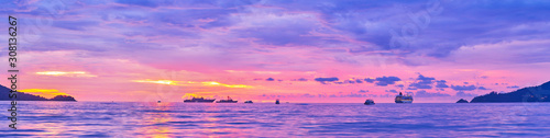 Foto  Amazing sunset in Patong, Phuket, Thailand