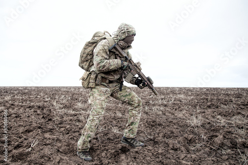 Obraz na plátne Portrait of modern army infantryman on march