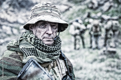 Foto Experienced military army soldier commander close-up portrait
