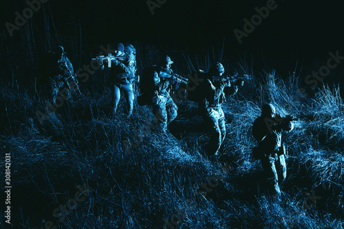 Army tactical group fighters sneaking in darkness Fototapet
