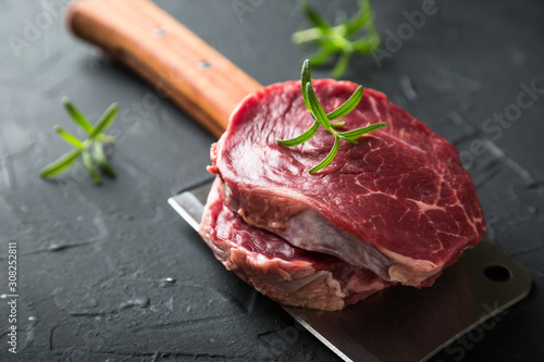 Photo Raw Black Angus Beef Steak with Rosemary