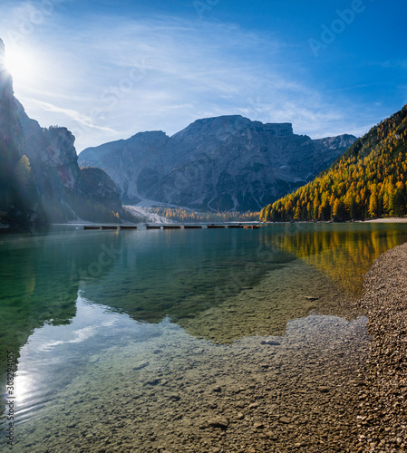 Cuadros en Lienzo  Autumn peaceful alpine lake Braies or Pragser Wildsee