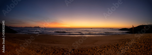 Super wide panorama of crack of dawn just before sunrise at the Arpoador Devil's фототапет