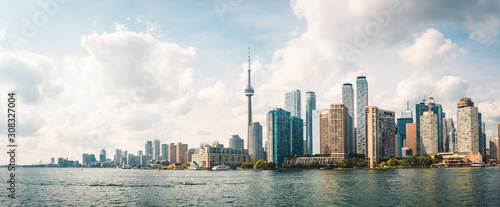 Photo Panoramic view of Cloudy Toronto City Skyline with Waterfront