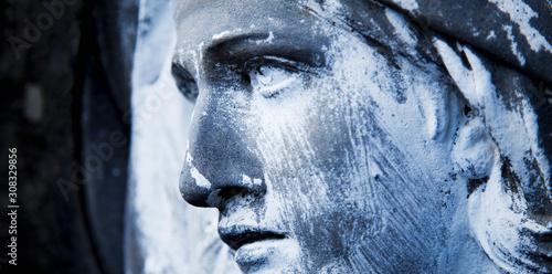 Cuadros en Lienzo Ancient statue of Virgin Mary. Close up.