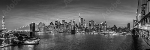 Fotografie, Tablou Brooklyn, Brooklyn park, Brooklyn Bridge, Janes Carousel and Lower Manhattan skyline at night seen from Manhattan bridge, New York city, USA