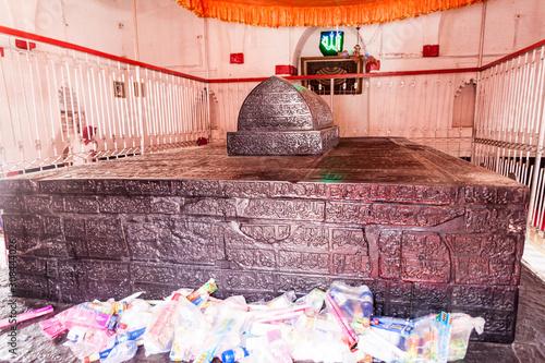 Fototapeta BAGERHAT, BANGLADESH - NOVEMBER 16, 2016: Interior of Khan Jahan Ali tomb in Bag