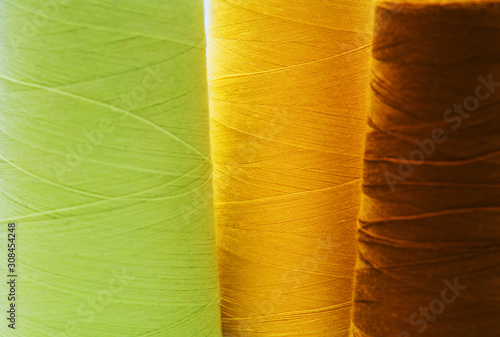 Fotografiet  Close-up colorful spools of thread background.