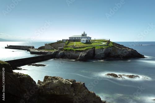 Faro de Isla de Tapia con una preciosa vista del mar Canvas Print