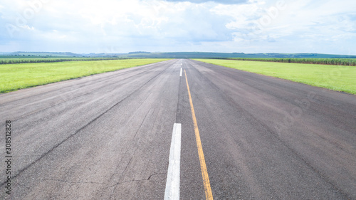 Photo Aerial view of paved airplane runway on Brazil