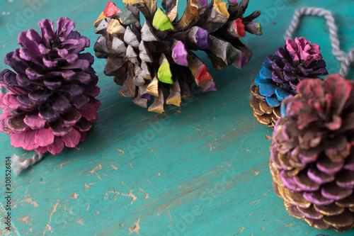 Photo Navidad Alternativa Piñas mates coloridos