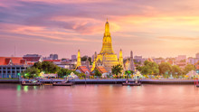 Beautiful View Of Wat Arun Tem...
