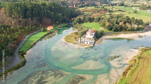 Photo aerial view of countryside cemetery in asturias, Spain