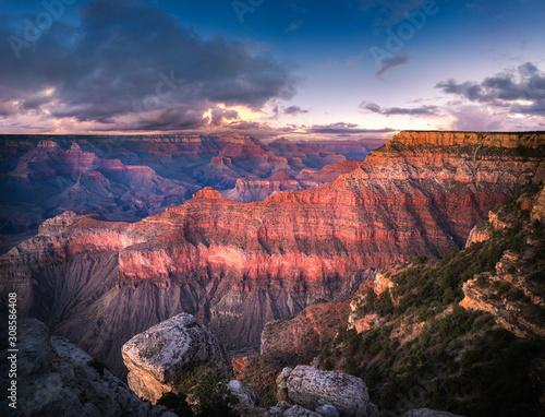grand-canyon-o-zmierzchu-w-zywych-kolorach