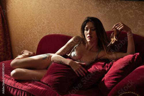 Fotografie, Tablou Ragazza giovane ritratto rosso sexy romantico lingerie