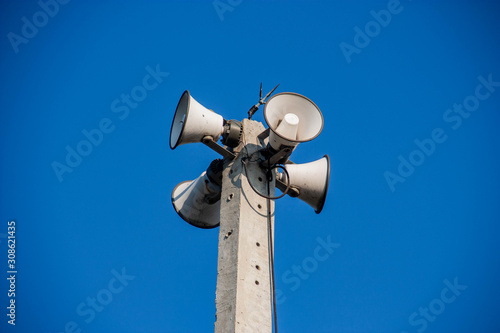 Photo Speaker broadcasting on a 360 degree concrete pole