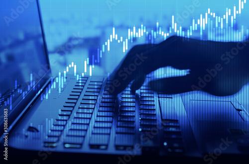Obraz キーボードをタイプする指 ビジネス・経済・トレードのイメージ - fototapety do salonu
