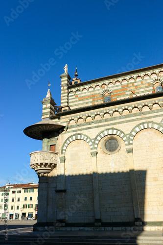 Платно View of beautiful romanesque church prato cathedral of san stefano, Tuscany, Ita