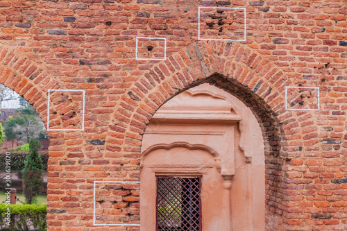Photo Bullet holes at the Jallianwala Bagh massacre site in Amritsar, Punjab state, In