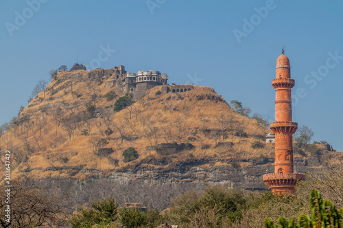 Leinwand Poster Daulatabad Fort and Chand Minar (Tower of the Moon), Maharashtra state, India