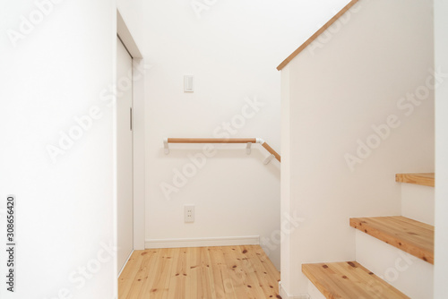 シンプルな無垢材の階段と手すり Tapéta, Fotótapéta