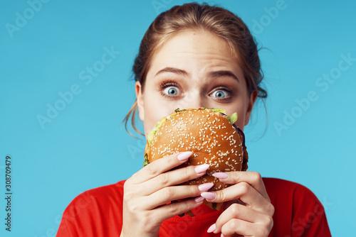 Fotomural woman with hamburger