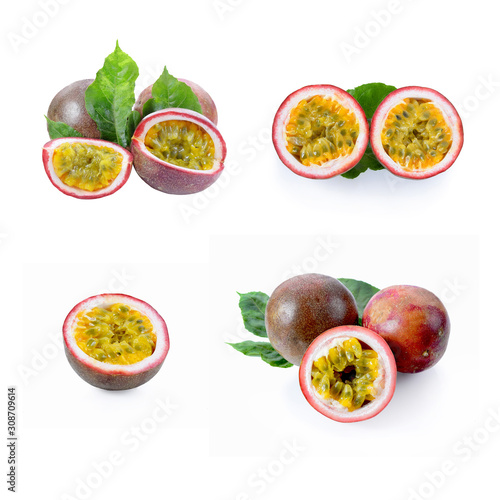 Cuadros en Lienzo  passion fruit isolated on white background