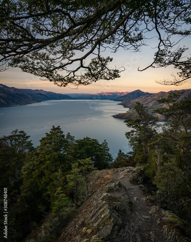 Photo Beautiful mountain view over Lake Hawea in Central Otago in New Zealand