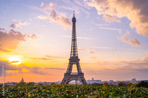 Obraz Eiffel tower at sunrise - fototapety do salonu