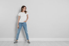 Young Woman In Stylish Jeans N...