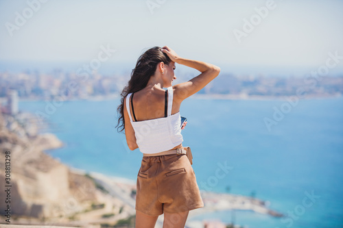 Photo Beautiful wide aerial view of Alicante, Valencian Community, Spain with port of