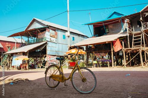 Fotografia Classic vintage Bicycle in Cambodian Floating Village near Tonle Sap Lake