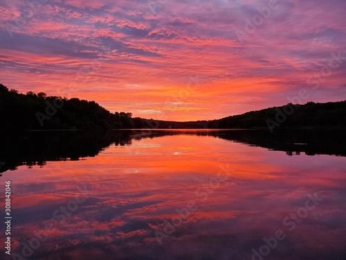 Papiers peints Grenat Sunrise on the lake