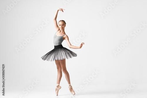 ballet dancer posing in studio Fototapet