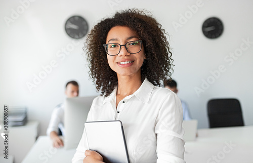 Photo Black business consultant smiling for camera