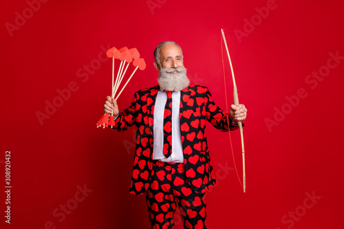 Photo Photo of crazy cupid mature handsome guy valentine day hold bow arrow ready to s