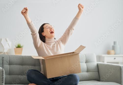 Cuadros en Lienzo woman is holding cardboard box