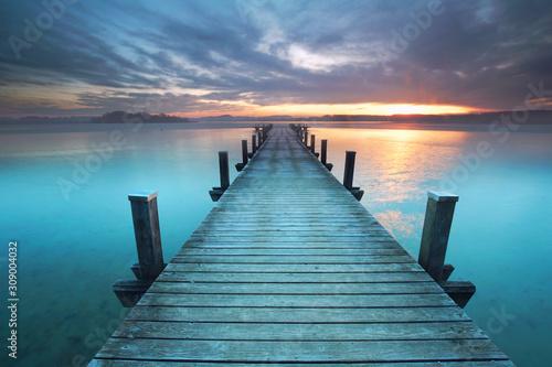 Fototapeta pomost   rano-nad-jeziorem