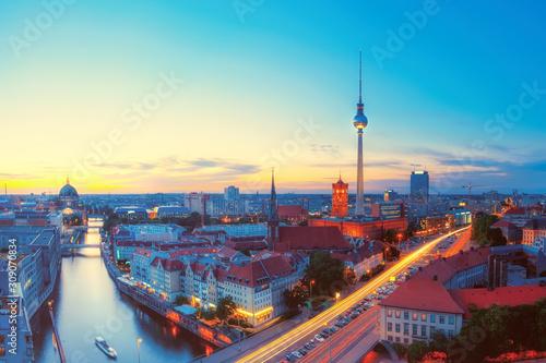 Photo Skyline Of Berlin in the evening