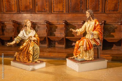 Obraz na plátne  ZARAGOZA, SPAIN - MARCH 3, 2018: The polychome carved baroque satatue of Jesus and Mary Magdalen in church  Iglesia de San Miguel de los Navarros