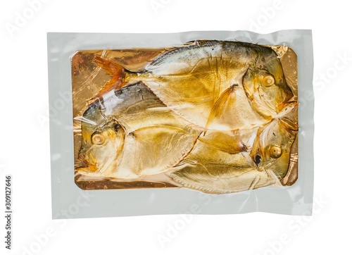 Photo  smoked fish in packaging