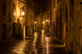 Fototapeta Uliczki - Night in a medieval town